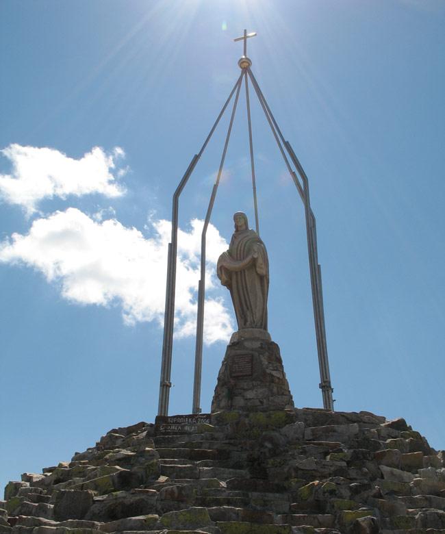 Статуя Богоматері на вершині