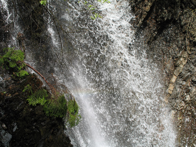 Веселка на водопаді