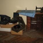 Патефони і швейна машина