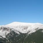 Гора справа від Попа (напевно г.Дземброня)