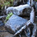 Бурульки на водоспаді