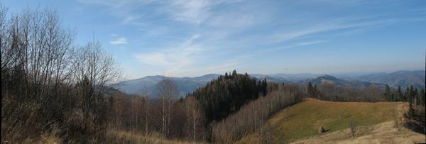 На задньому плані хребет (можливо Чорногірський)
