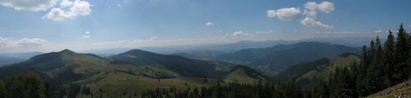Панорама з хребта. На задньому плані Чорногора