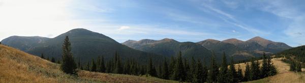 Справа наліво - Говерла, Брескул, Пожижевська, Данціж, Туркул (не знаю, що за гора на передньому плані)
