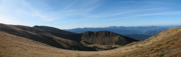 Невідома гора біля Гутин Томнатика, зліва видно Гутин Томнатик