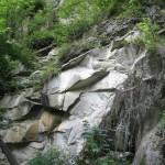 Камінь біля водоспаду