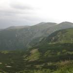 Чорногірський хребет (справа наліво - Бребенескул, Менчул, Дземброня, Вухатий камінь)