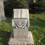 Надгробок у вигляді книги