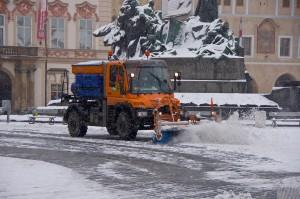 І на Староміській прибирають сніг