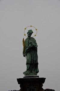 Скульптура (здається біля неї бажання треба загадувати)