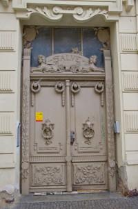 """Двері з """"покемонами"""""""