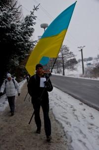 З нашим гігантським прапором
