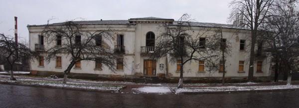 Закинута будівля в Чопі