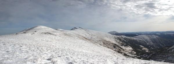 Чорногора (на задньому плані Піп Іван)
