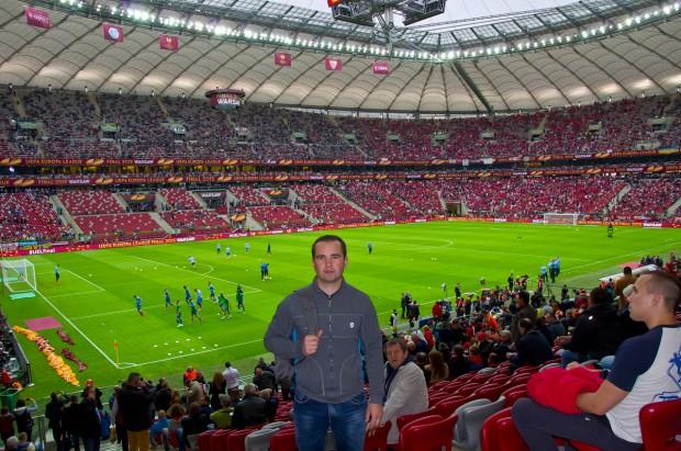 На фоні стадіону