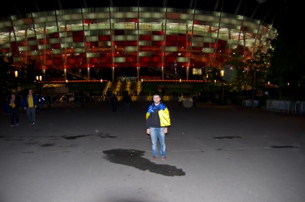 Я на фоні стадіону